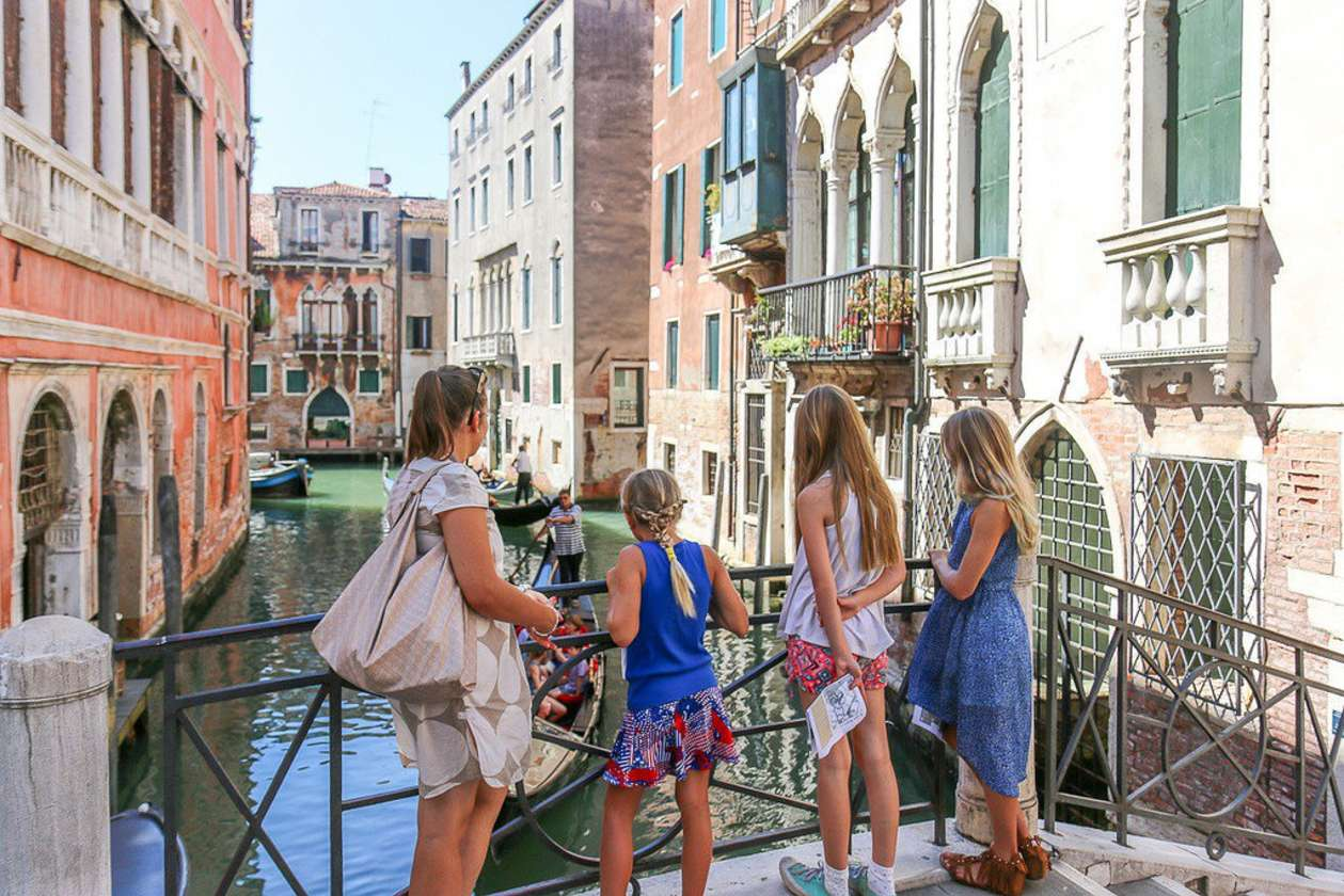 Venice Tour for Kids: Lion Hunt