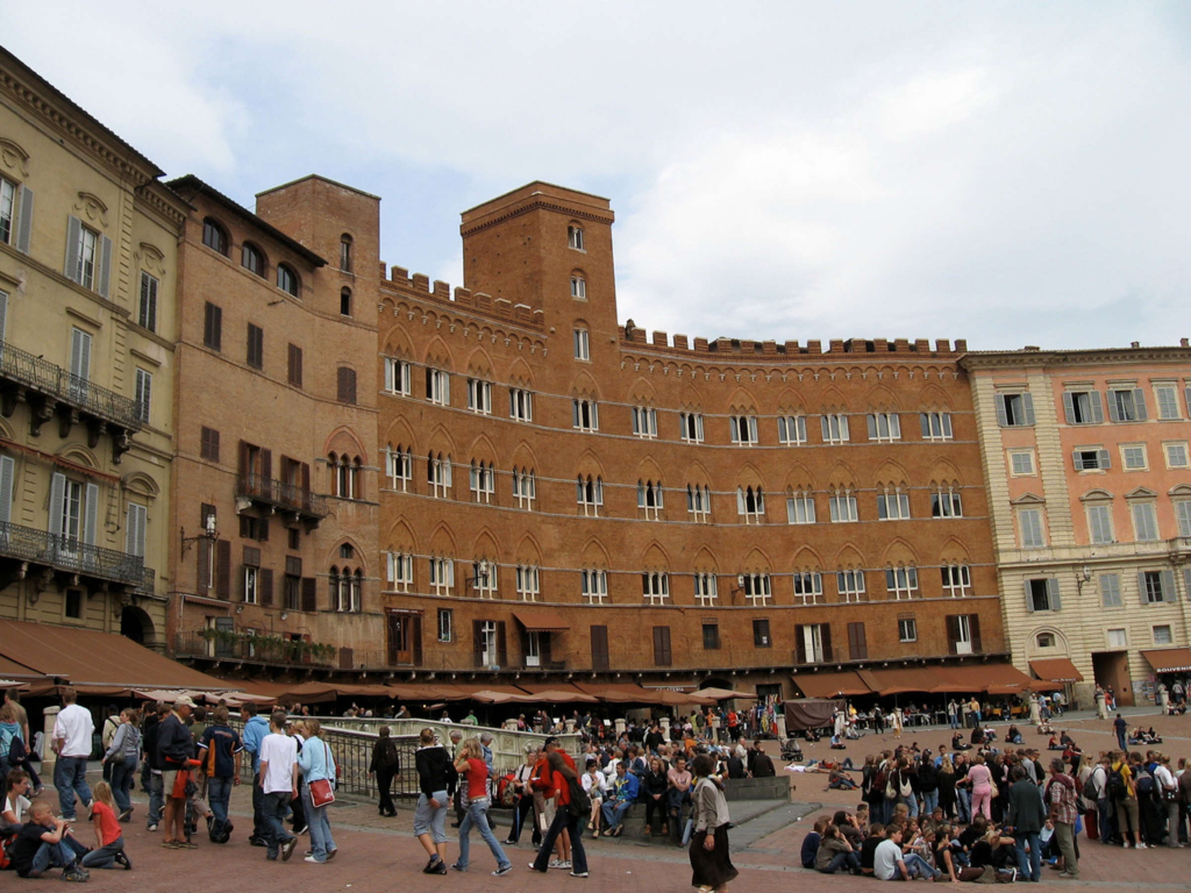 Siena Briefing: Coffee and Stroll with a Local Expert