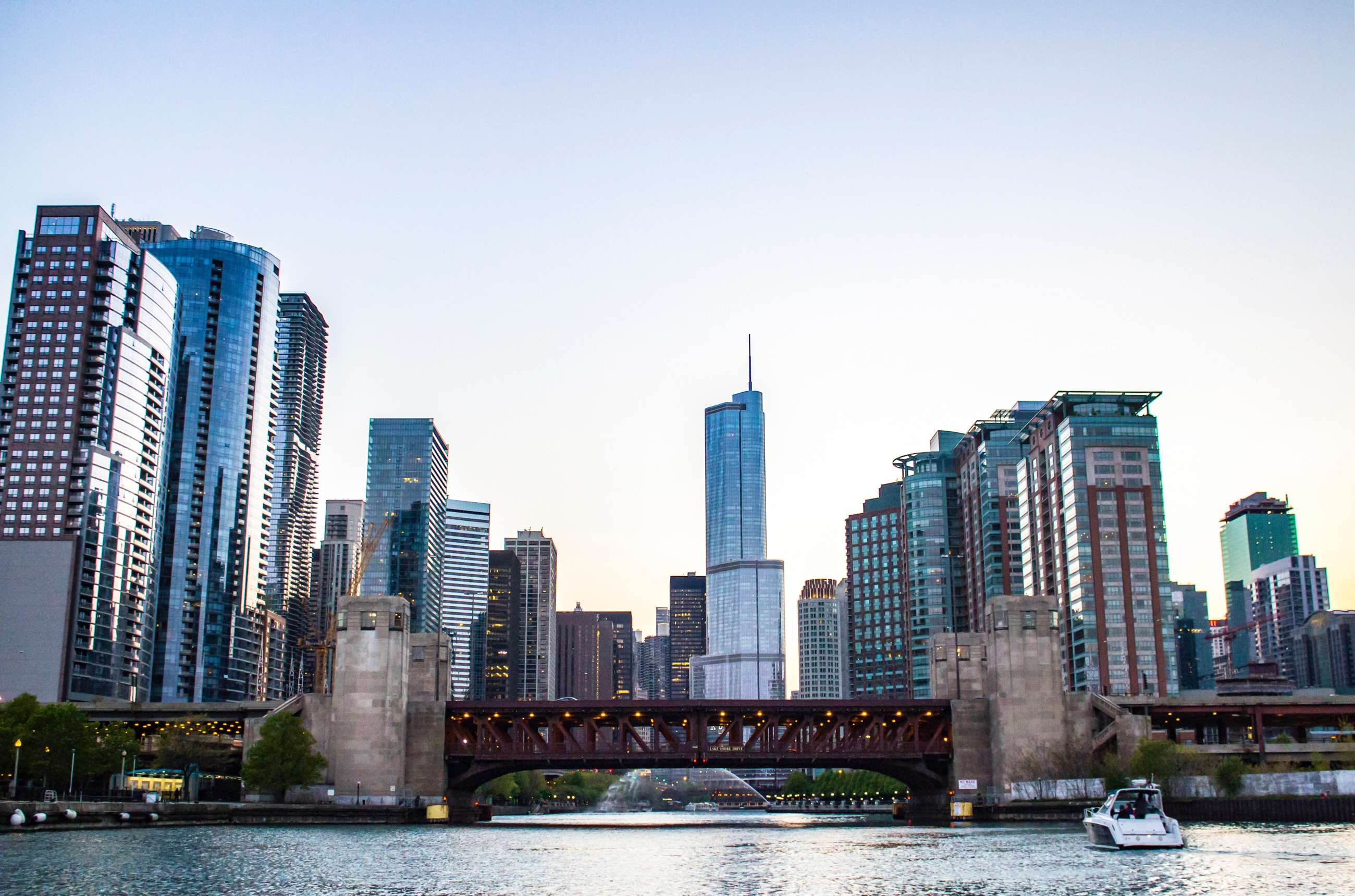 Chicago private tours and Chicago small group tours