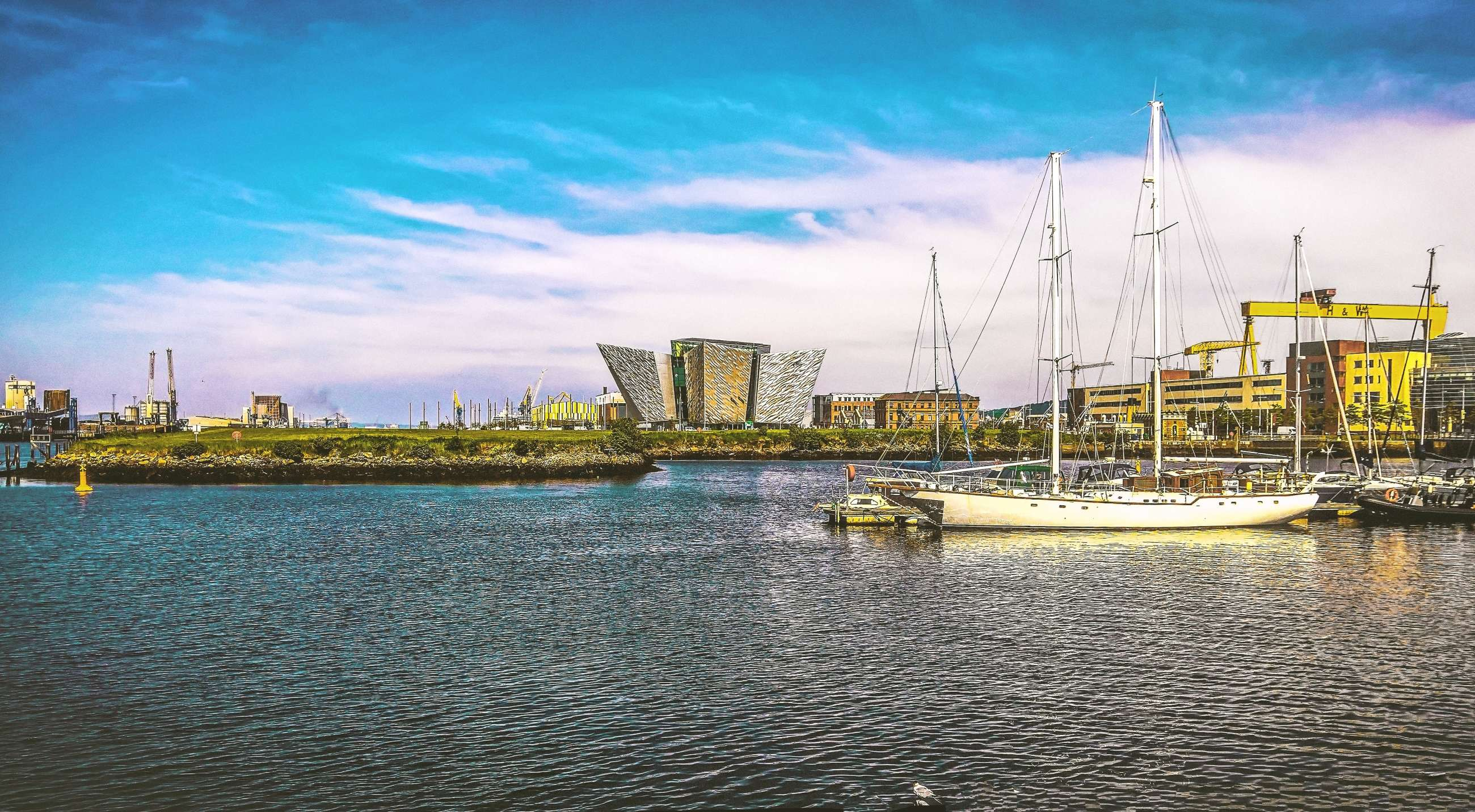 Belfast private tours and Belfast small group tours