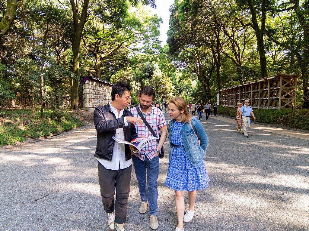 Making tours more accessible to traveling pairs